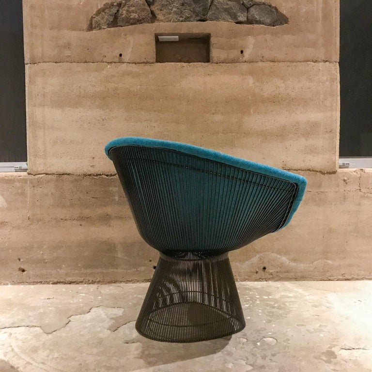 Warren Platner Inviting Teal Blue & Bronze Iconic Steel Knoll Lounge Chairs  For Sale 2