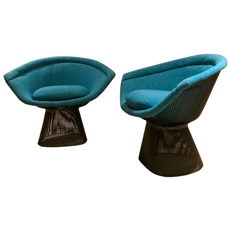 Warren Platner Inviting Teal Blue & Bronze Iconic Steel Knoll Lounge Chairs  For Sale