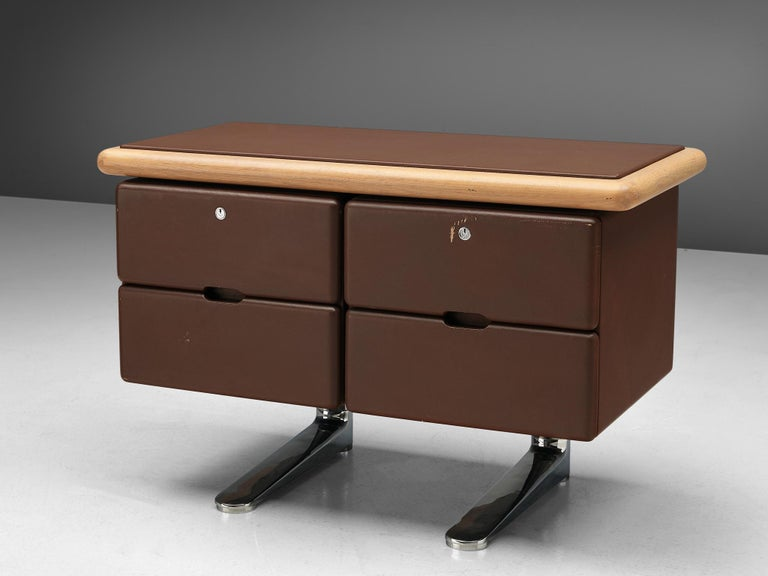 Warren Platner for Knoll, brown sideboard, United States, 1973.  This sturdy office sideboard is designed by the American modernist Warren Platner. He is mostly known for his airy metal, sculptural lounge chairs. In a way it is surprising this