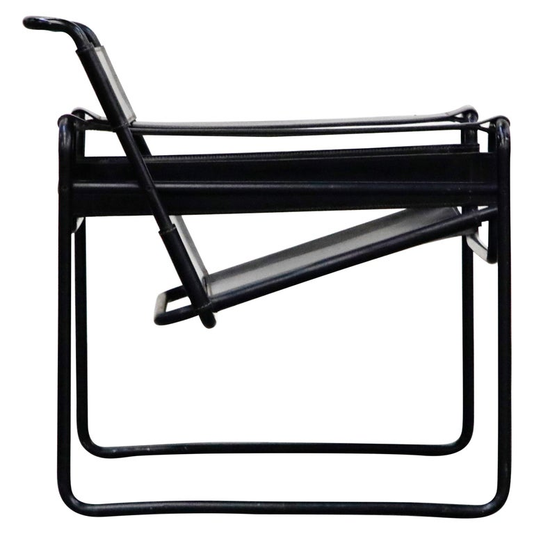 'Wassily' Marcel Breuer for Knoll, Rare Black on Black Leather Lounge Chair For Sale