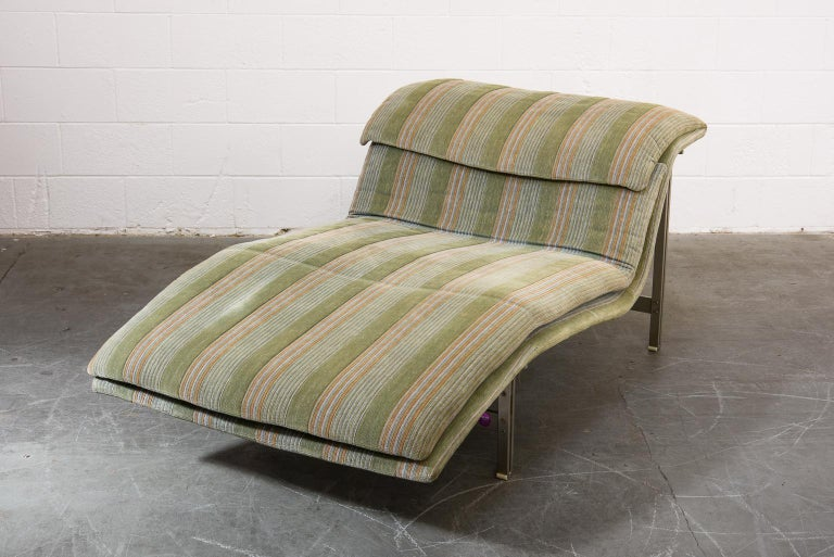 Modern 'Wave' Chaise Lounge by Giovanni Offredi for Saporiti Italia, circa 1980, Signed For Sale