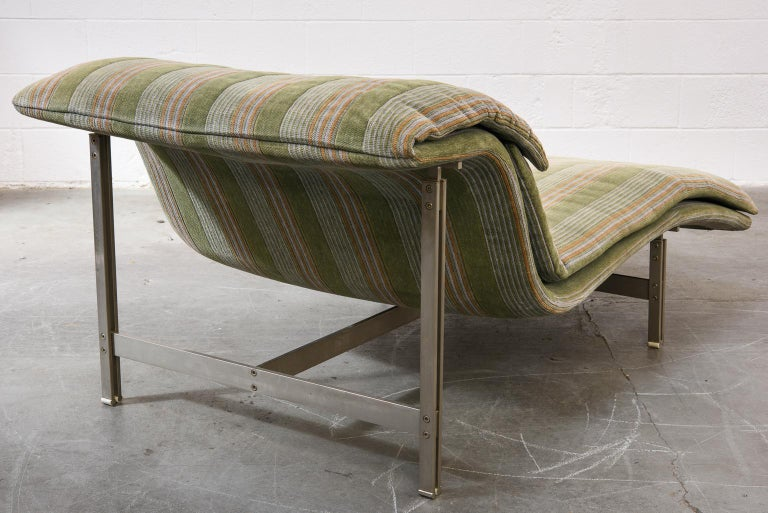 Late 20th Century 'Wave' Chaise Lounge by Giovanni Offredi for Saporiti Italia, circa 1980, Signed For Sale