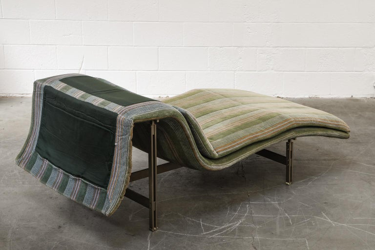 Steel 'Wave' Chaise Lounge by Giovanni Offredi for Saporiti Italia, circa 1980, Signed For Sale