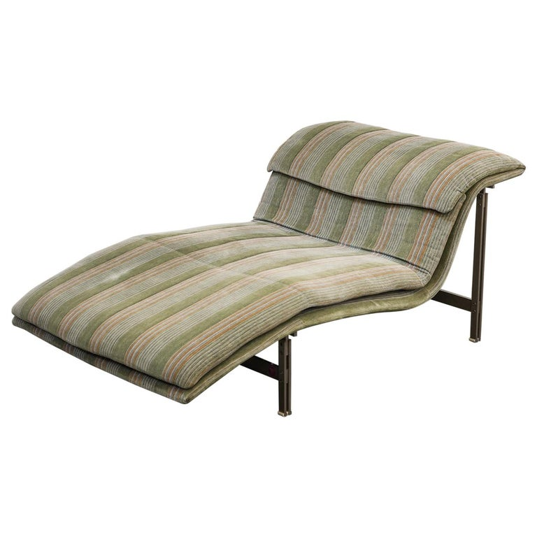 'Wave' Chaise Lounge by Giovanni Offredi for Saporiti Italia, circa 1980, Signed For Sale