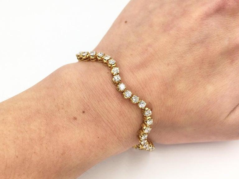Wavy 18 Karat Yellow Gold 3.93 Carat Diamond Tennis Bracelet For Sale 4