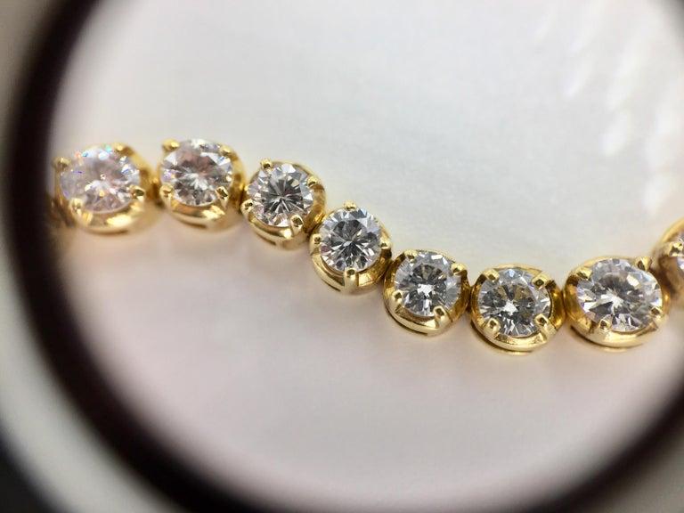 Wavy 18 Karat Yellow Gold 3.93 Carat Diamond Tennis Bracelet For Sale 1