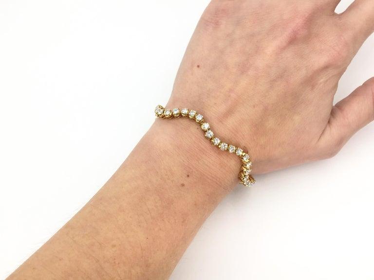 Wavy 18 Karat Yellow Gold 3.93 Carat Diamond Tennis Bracelet For Sale 3