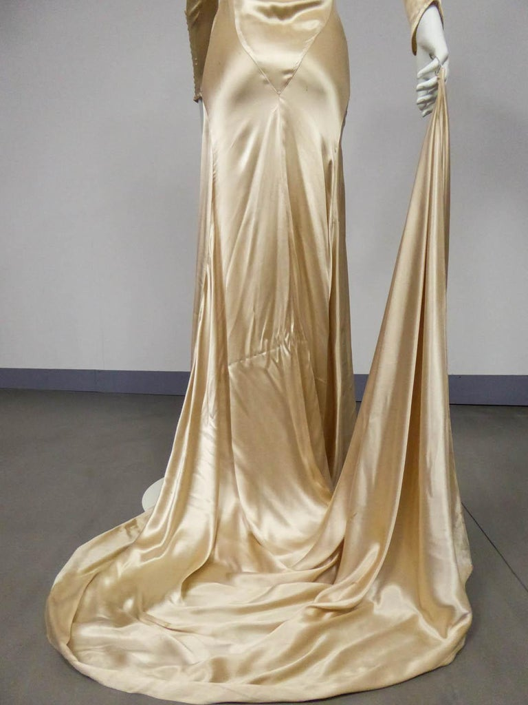Wedding dress with big train in cream silk satin Circa 1935/1945 For Sale 6