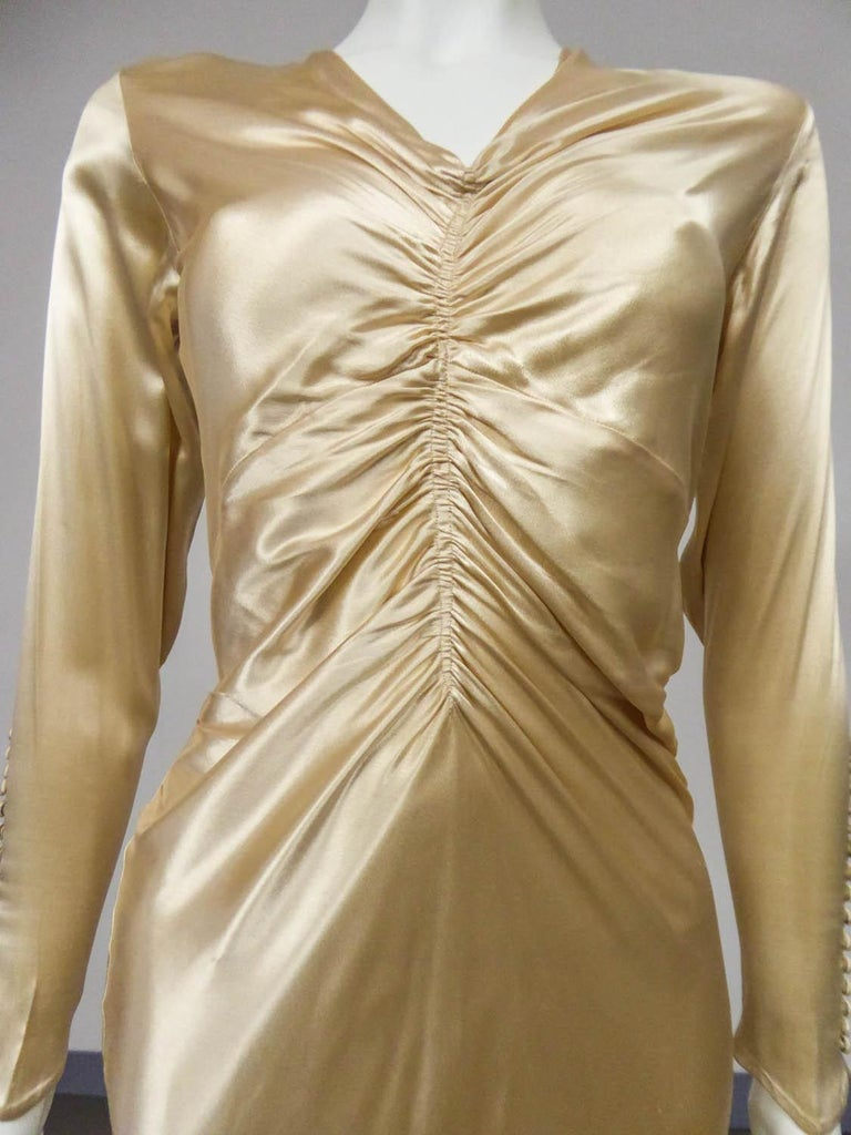 Brown Wedding dress with big train in cream silk satin Circa 1935/1945 For Sale