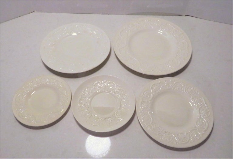 Wedgwood Fine Bone China Dinnerware Patrician Pattern England 165pcs In Good Condition For Sale In Miami, FL