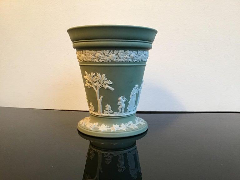 British Wedgwood Vase Ceramic 1930 United Kingdom For Sale