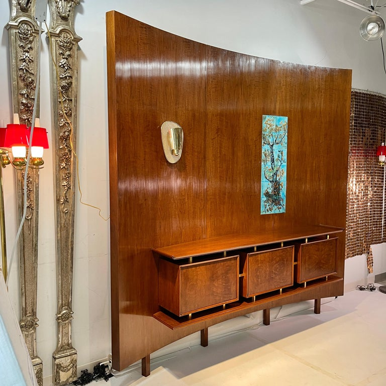Weiss & Basser Curved Wall with Floating Sideboard In Good Condition For Sale In Hingham, MA