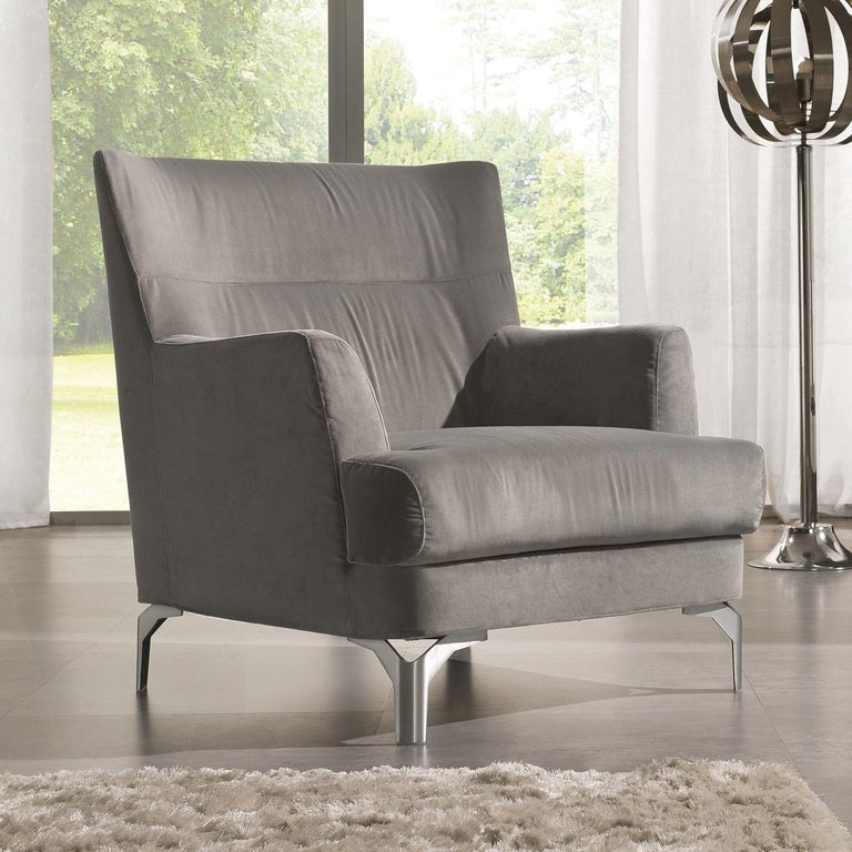 Timeless elegance and clean lines define this armchair of the well seating system, characterized by an exclusive high backrest with special polyurethane padding. This exceptionally comfortable design features a modern reinterpretation of a wingback