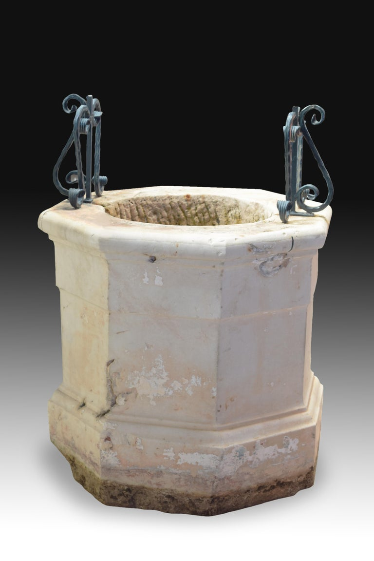 Well Head or Well-Head, Marble, Iron, 19th Century In Fair Condition For Sale In Madrid, ES