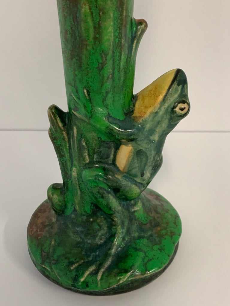 Weller Coppertone Frog Vase In Fair Condition For Sale In Palm Springs, CA