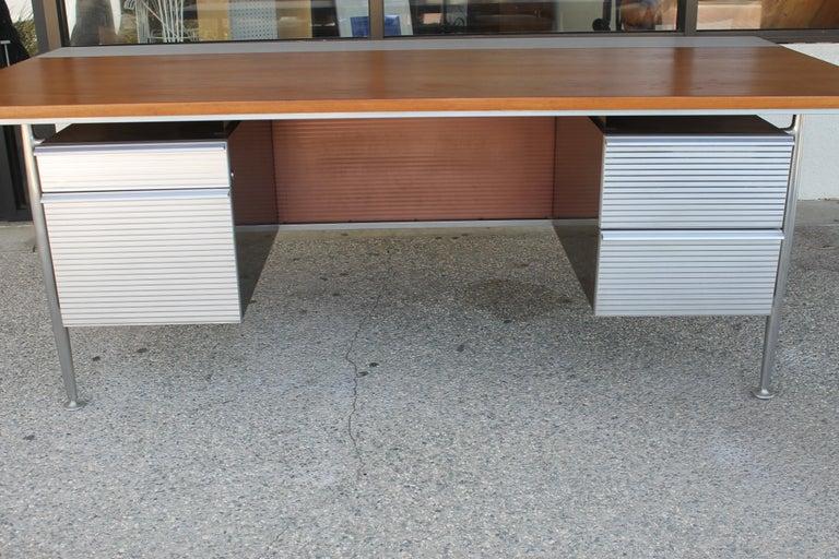 Mid-Century Modern Welton Becket Aluminum and Wood Desk for Kaiser Aluminum For Sale