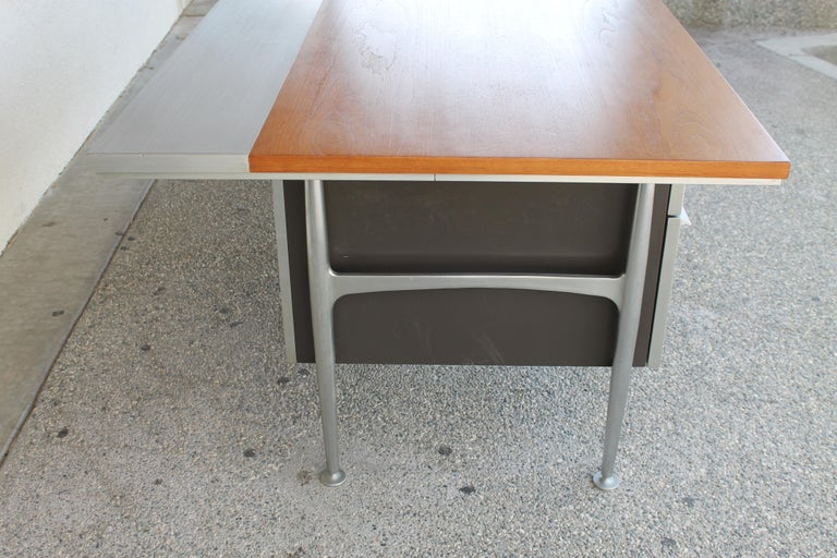 Welton Becket Aluminum and Wood Desk for Kaiser Aluminum For Sale 1