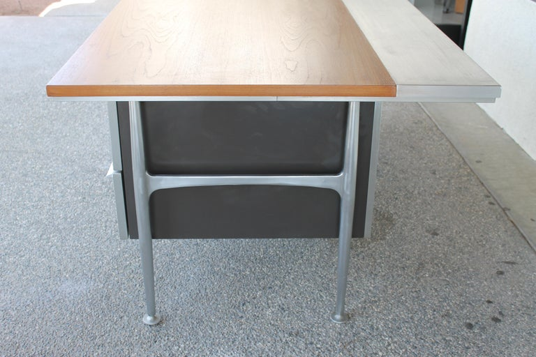 Welton Becket Aluminum and Wood Desk for Kaiser Aluminum For Sale 2