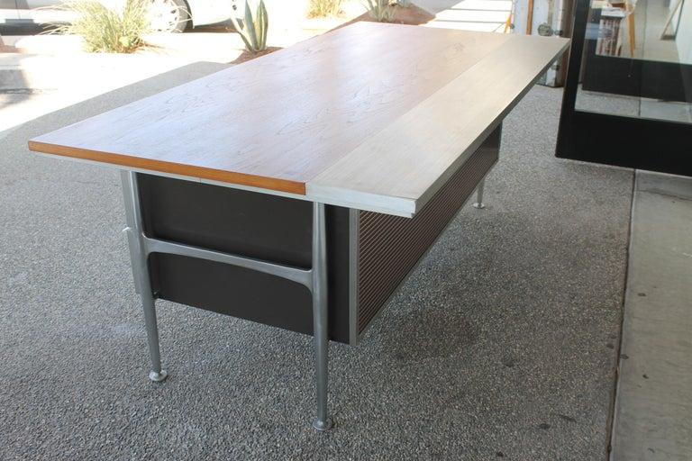 Welton Becket Aluminum and Wood Desk for Kaiser Aluminum For Sale 3