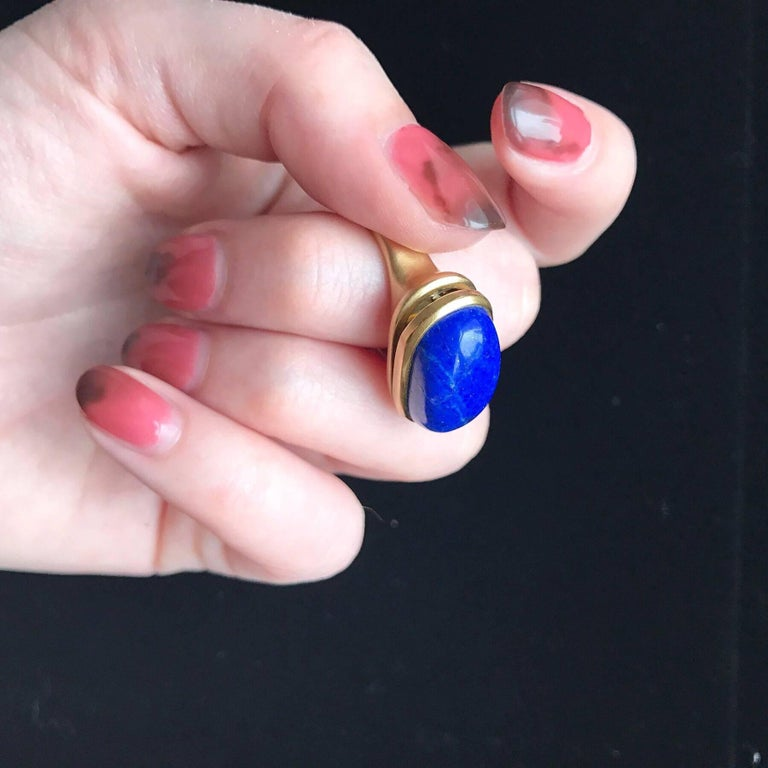 Wendy Brandes Egyptian Photo Locket Keepsake 18 Karat Gold Lapis Lazuli Ring In New Condition For Sale In New York, NY