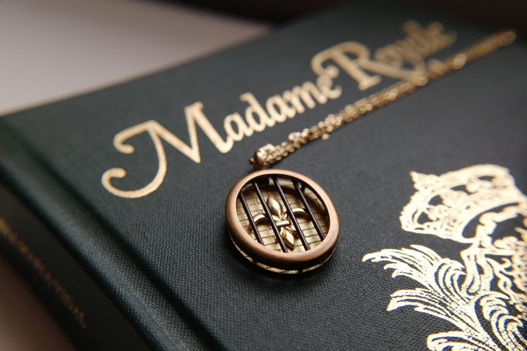Wendy Brandes Fleur-de-Lis Yellow Gold Oval Pendant Necklace With Silver Details For Sale 3