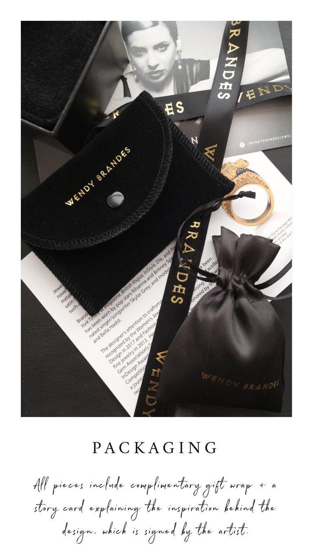Wendy Brandes Fleur-de-Lis Yellow Gold Oval Pendant Necklace With Silver Details For Sale 4