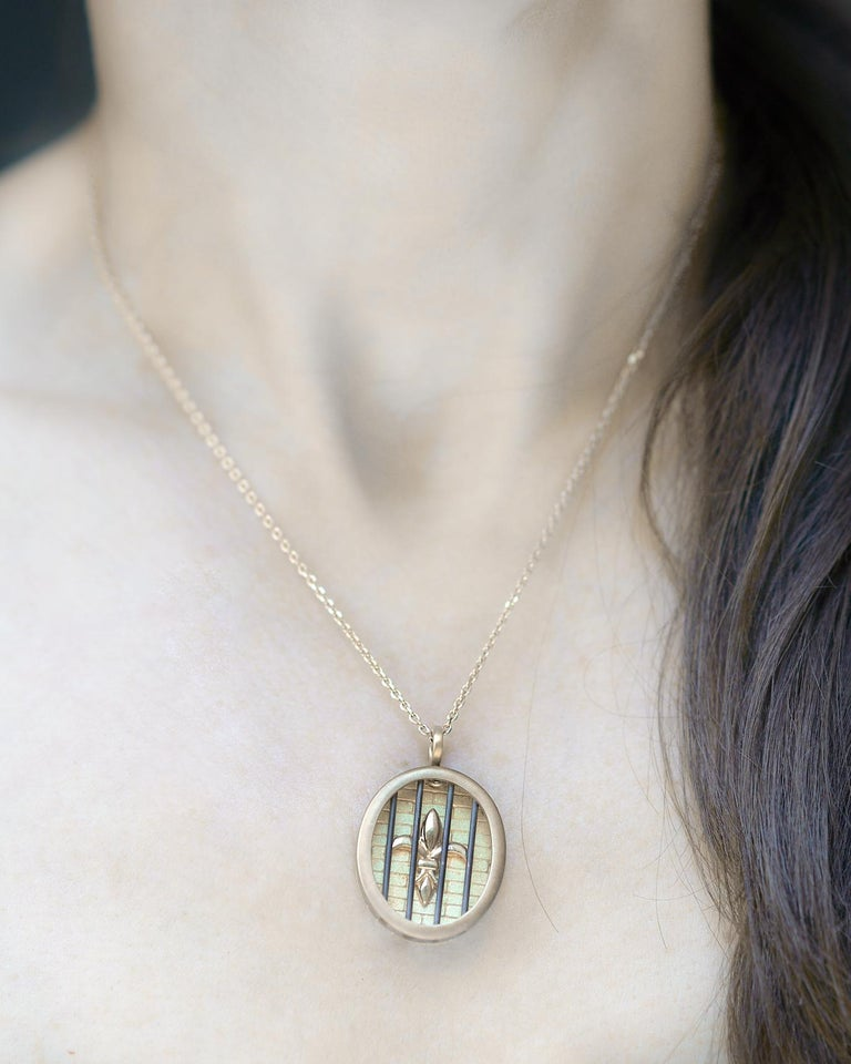 Wendy Brandes Fleur-de-Lis Yellow Gold Oval Pendant Necklace With Silver Details In New Condition For Sale In New York, NY