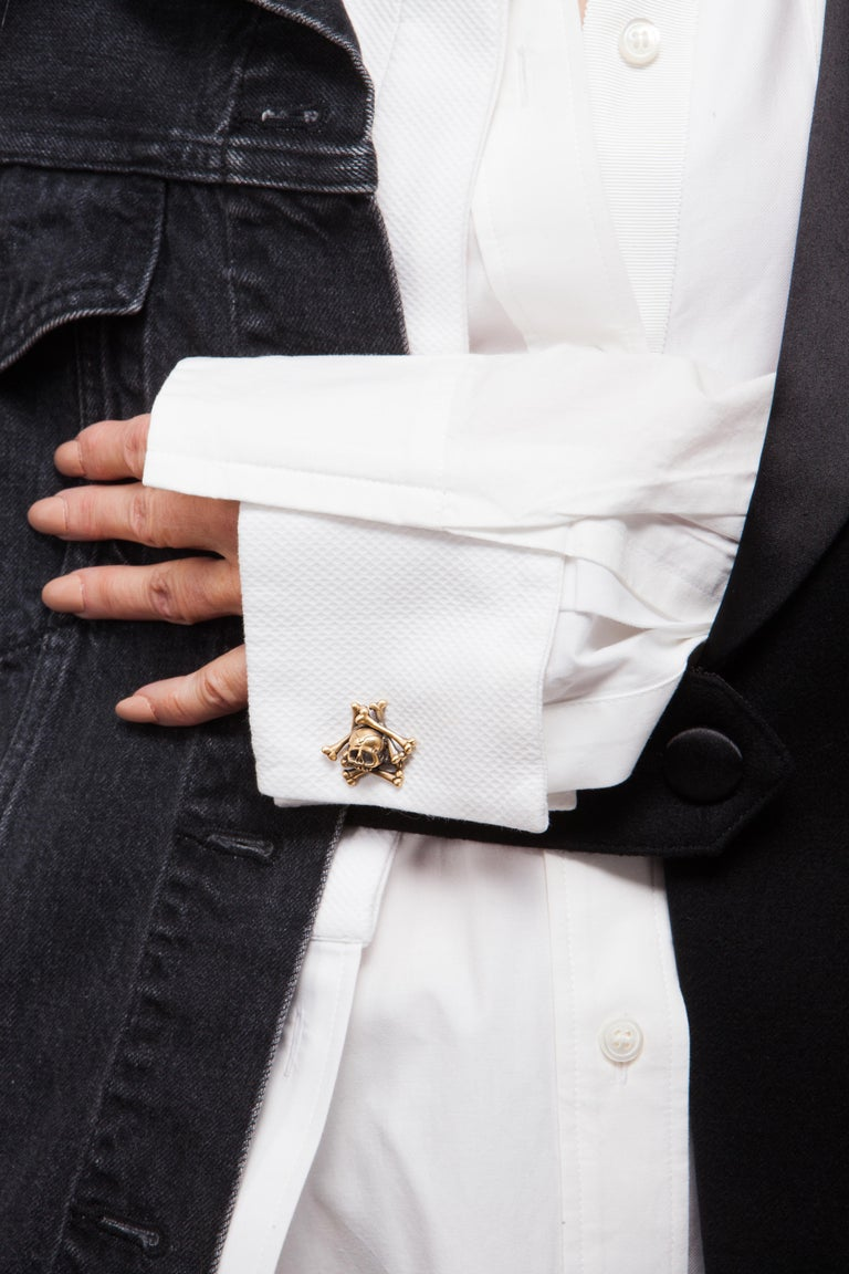 Wendy Brandes Limited-Edition Memento Mori Skull and Bones Solid Gold Cufflinks In New Condition For Sale In New York, NY