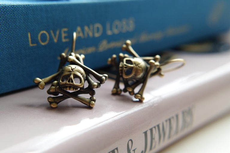 Wendy Brandes Memento Mori Skull and Bones Solid Yellow Gold Drop Earrings In New Condition For Sale In New York, NY