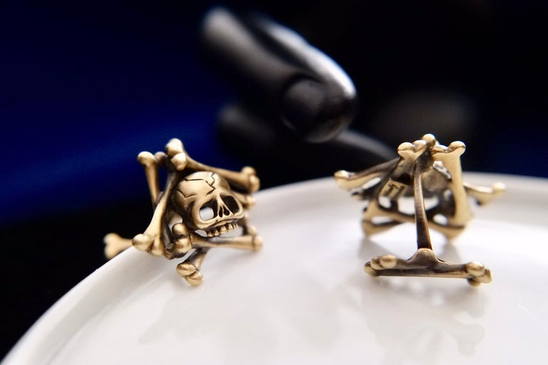 Wendy Brandes Limited-Edition Memento Mori Skull and Bones Solid Gold Cufflinks For Sale 4