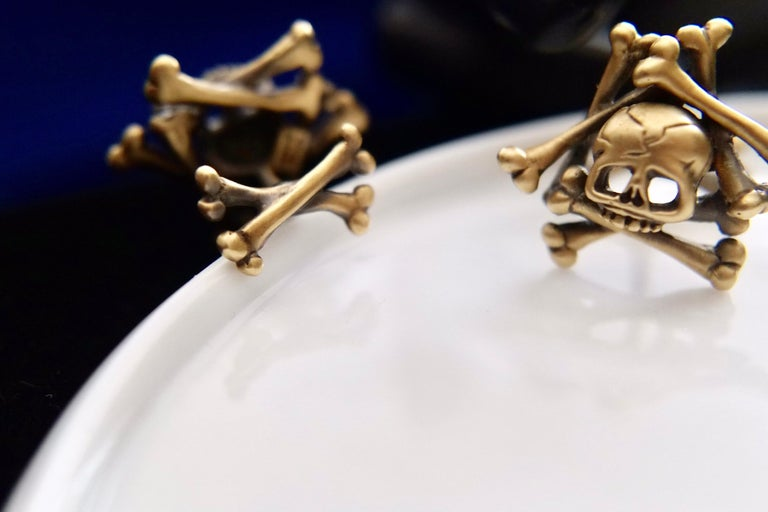 Wendy Brandes Limited-Edition Memento Mori Skull and Bones Solid Gold Cufflinks For Sale 5