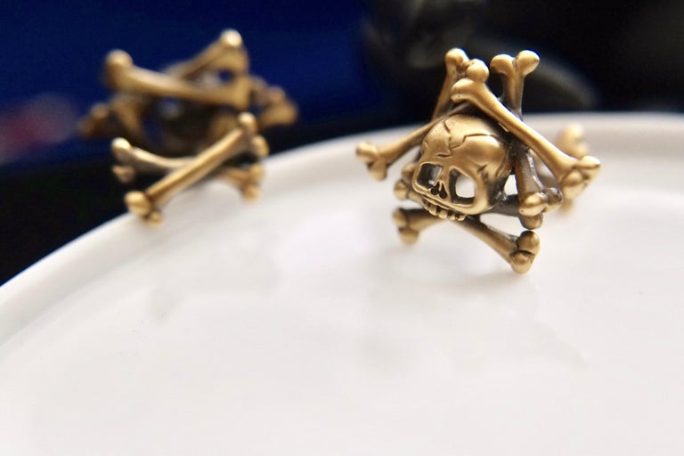 Wendy Brandes Limited-Edition Memento Mori Skull and Bones Solid Gold Cufflinks For Sale 6