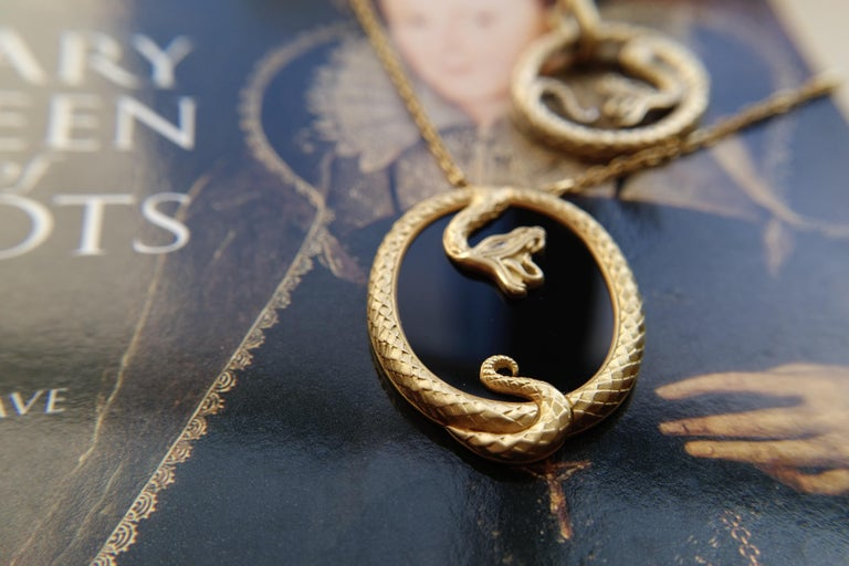 Round Cut Wendy Brandes Onyx Slice Ouroboros Yellow Gold Snake Pendant Necklace For Sale