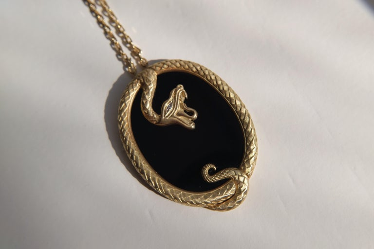 Wendy Brandes Onyx Slice Ouroboros Yellow Gold Snake Pendant Necklace In New Condition For Sale In New York, NY
