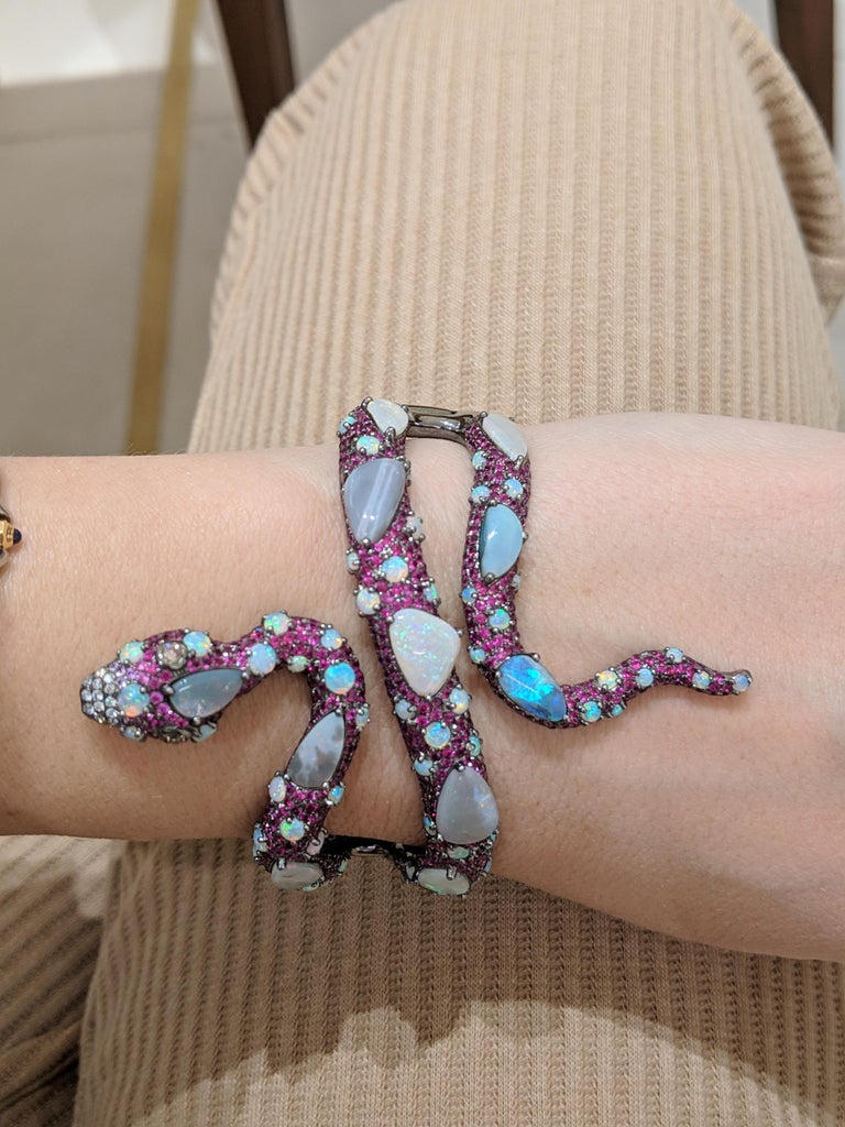 Wendy Yue 8.60 Carat Ruby and 16.05 Carat Opal Serpent 18 Karat Gold Cuff In New Condition For Sale In New York, NY