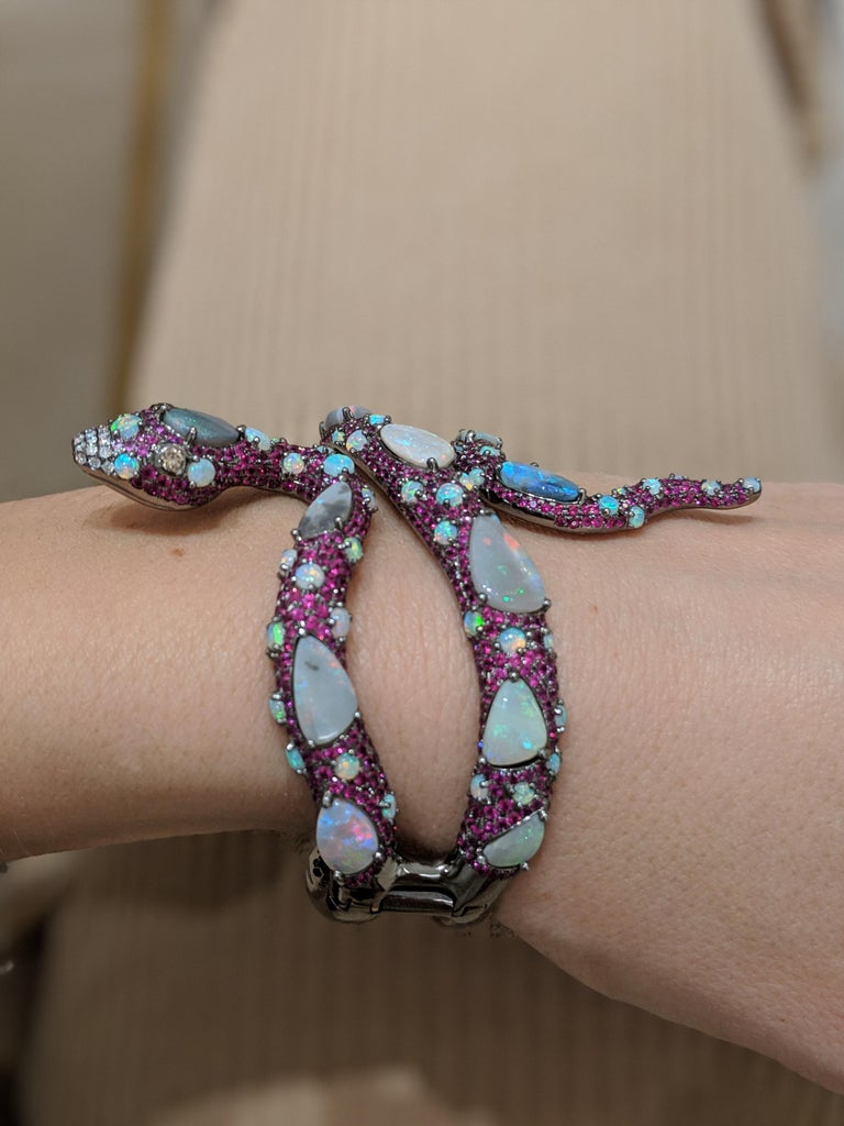 Women's or Men's Wendy Yue 8.60 Carat Ruby and 16.05 Carat Opal Serpent 18 Karat Gold Cuff For Sale
