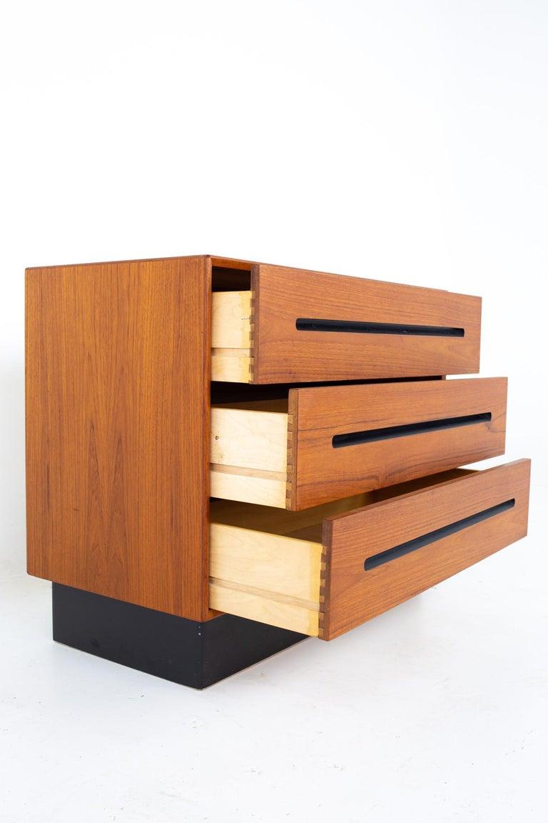 Westnofa Mid Century Teak 3 Drawer Dresser Chest - Pair For Sale 4