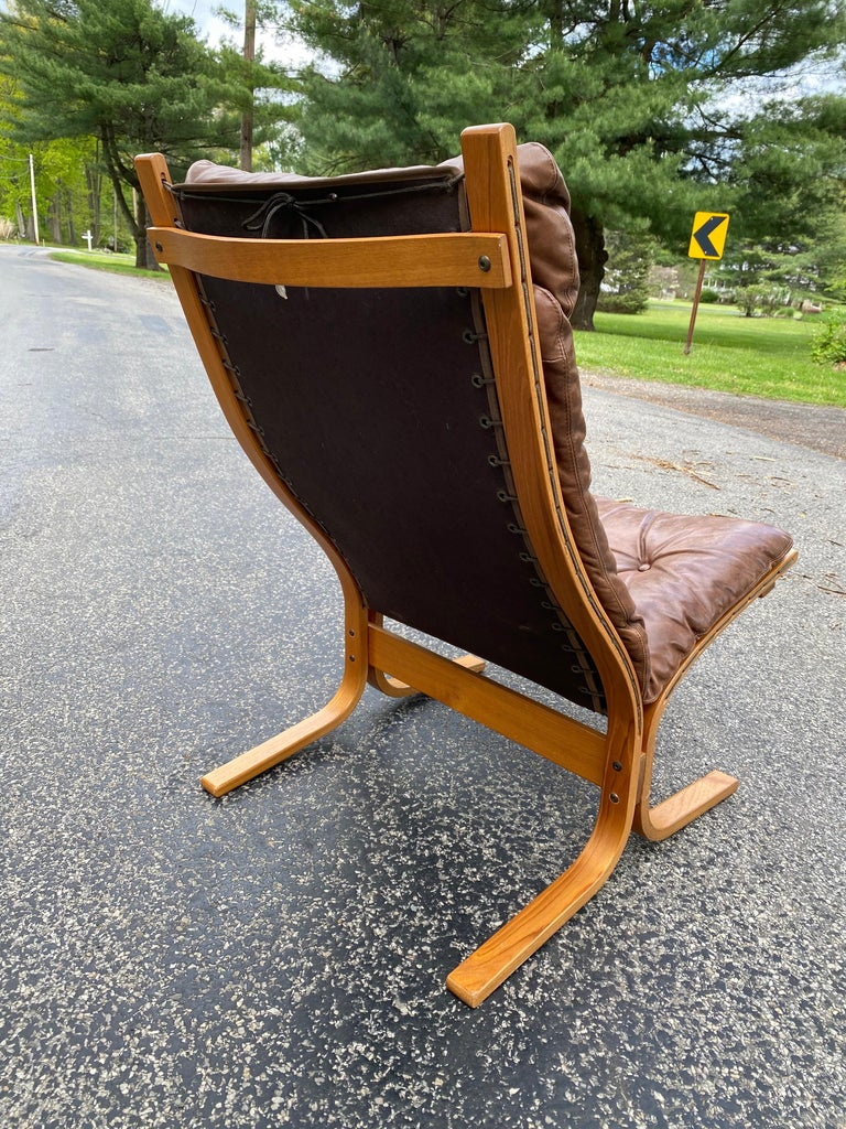 Mid-Century Modern Westnofa Siesta Norway Leather Lounge Chair designed by Ingmar Relling For Sale