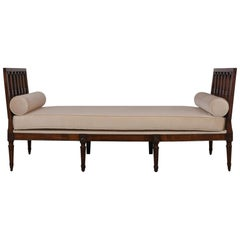 Early 19th Century French Louis XVI-Style Walnut Daybed