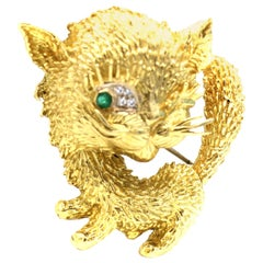 Whimsical 18 Karat Gold Emerald Diamond Kitten Brooch