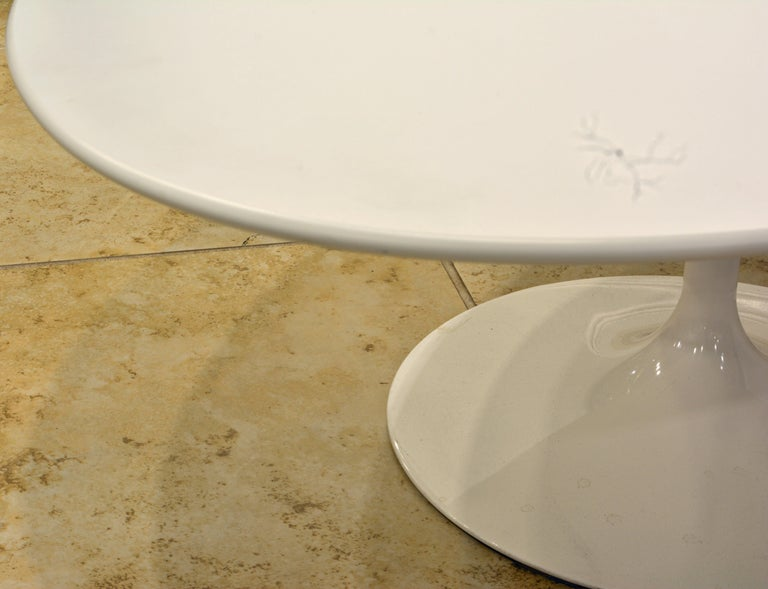 Italian White Oval Tulip Coffee Table by Eero Saarinen for Knoll, Label For Sale