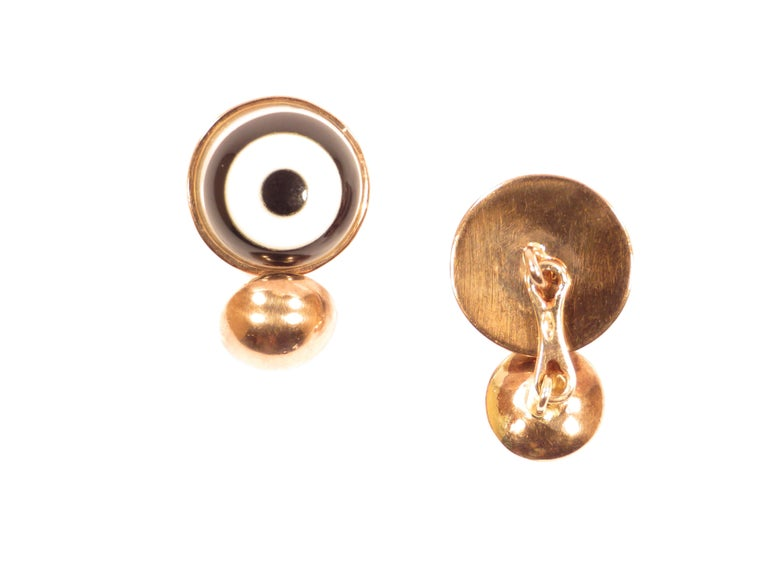 Cufflinks in 9k rose gold with white agate and onyx round button. Gemstone diameter is 16 millimeters / 0.629 inches and backside round gold button diameter is 10 millimeters / 0.393 inches. These cufflinks are stamped with the Italian Gold Mark 375