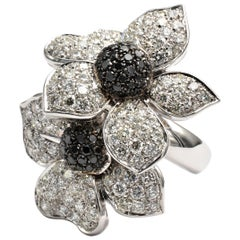 White and Black Diamonds Flower Gold Ring Made in Italy