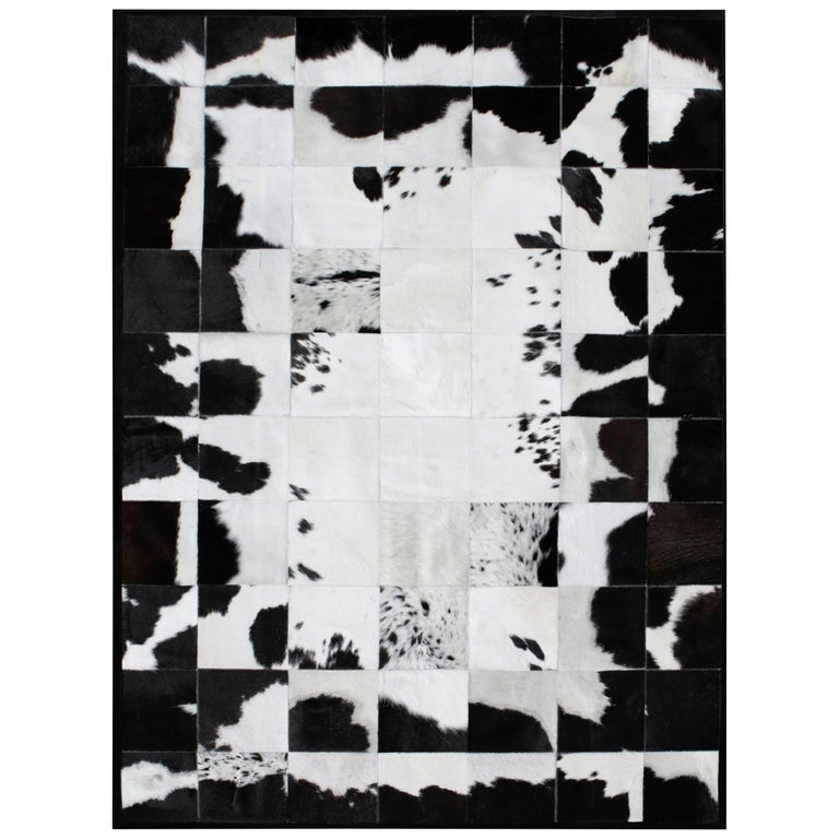 White and Black High End customizable Rompecabeza Cowhide Area Floor Rug Small For Sale