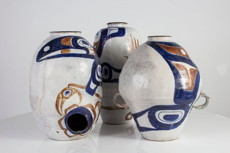 White and Blue Pottery In Excellent Condition For Sale In Dallas, TX