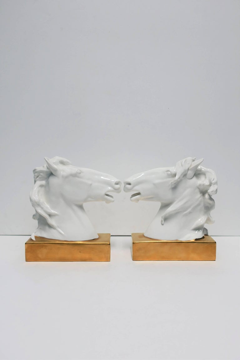 White and Gold Horse Bookends or Decorative Object Sculptures In Excellent Condition For Sale In New York, NY