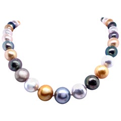 White and Golden South Sea Tahitian Strand Pearl Necklace 14 Karat Gold