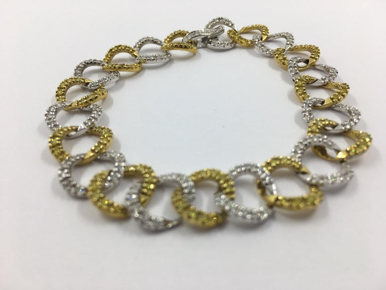 Round Cut White and Yellow Diamond Bracelet # 269-10021 For Sale