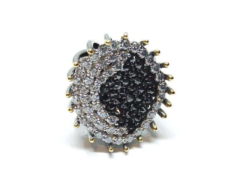 Round Cut White Black Diamond Ring,