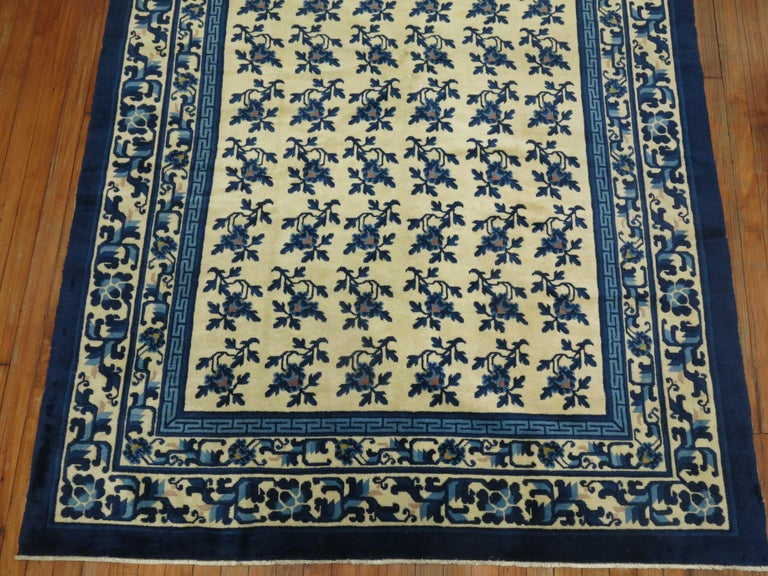 White Blue Chinese Rug In Excellent Condition For Sale In New York, NY